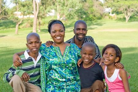 ni�os africanos: feliz familia africana