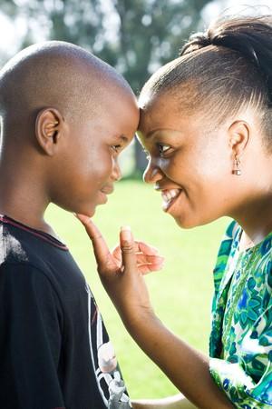 visage femme africaine: African American heureuse m�re et fils