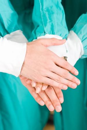 ensemble mains: les m�decins avec les mains pour former un m�decin du travail d'�quipe