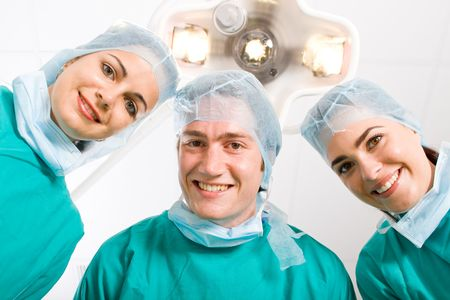 enfermera con cofia: buenos cirujanos