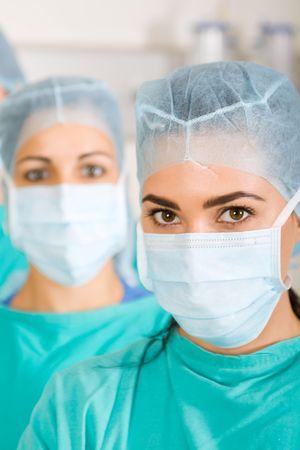 enfermera con cofia: grupo de cirujanos Foto de archivo