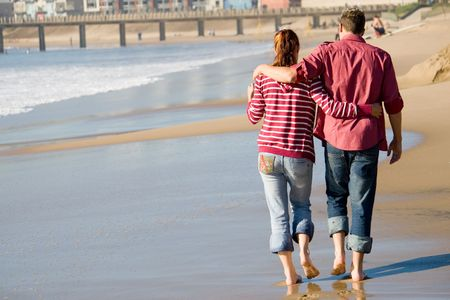 matching: couple walkingon shore