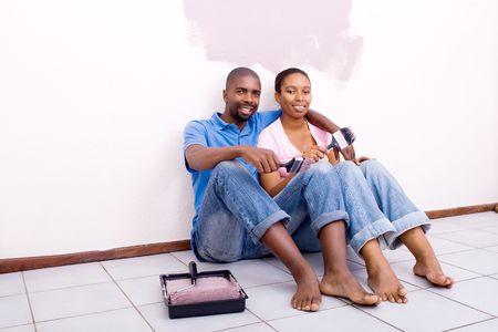 coppia in casa: DIY Home coppia felice Archivio Fotografico