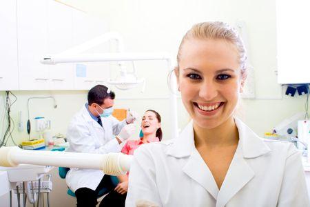 uniformes de oficina: Mujer dentista f�cil en la pr�ctica odontol�gica