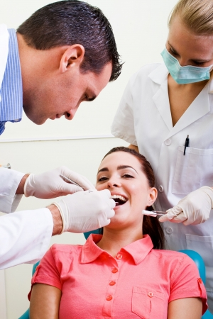 dentista y asistente de trabajo en el paciente Foto de archivo - 5715989