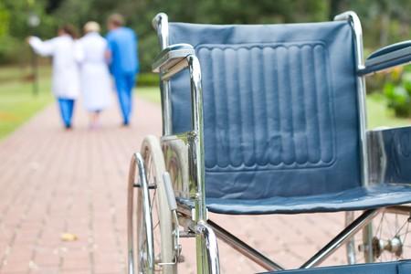 operation gown: silla de ruedas