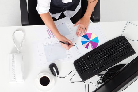 overhead: businesswoman working at desk Stock Photo