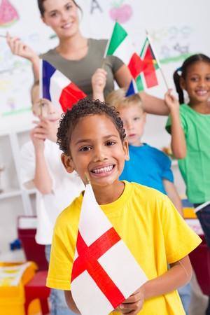 maestra preescolar: joven brit�nico con diversos compa�eros de clase en segundo plano  Foto de archivo