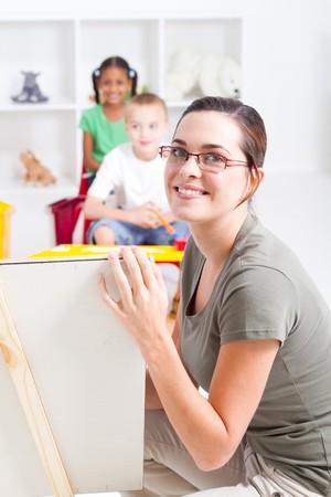 maestra jardinera: Retrato de una hermosa joven maestro de ense�anza preescolar  Foto de archivo