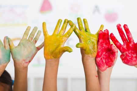 body paint: manos de ni�os cubiertas con pintura  Foto de archivo