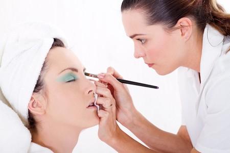 eye care professional: make up artist Stock Photo