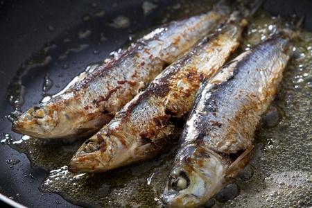 sardines frying in pan Stock Photo - 9224947