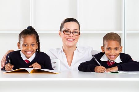 tutor: cuidar profesores de primaria y estudiantes en el aula