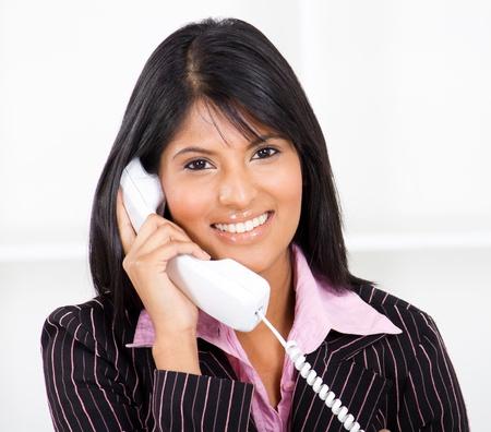 answering phone: recepcionista amable en el tel�fono