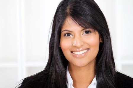 indigenas americanos: retrato inteligente mujer de negocios indio
