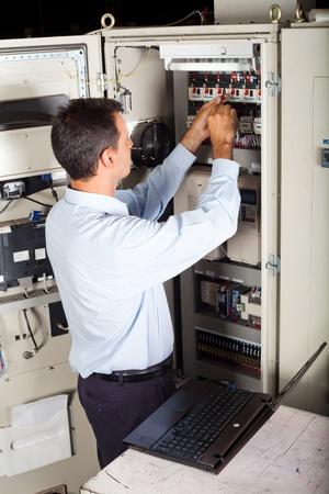 electricidad industrial: ingeniero industrial reparación de maquinaria industrial computarizado