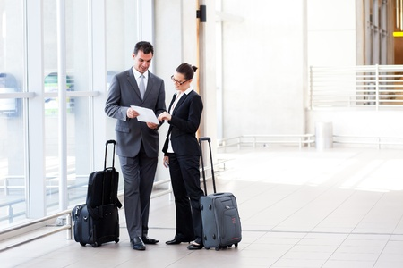 jetsetter: two businesspeople meeting at airport Stock Photo