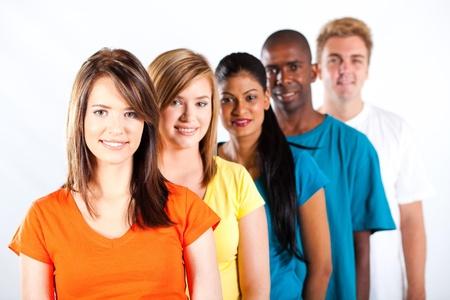 multicultureel: groep jonge multiraciale mensen op witte achtergrond Stockfoto