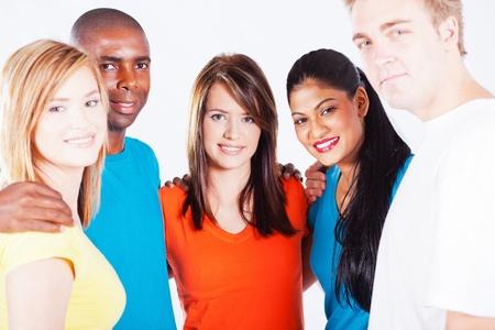 multi race: multirracial, la gente abrazo de grupo