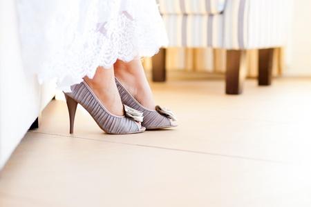bridal dress: abito da sposa e scarpe Archivio Fotografico