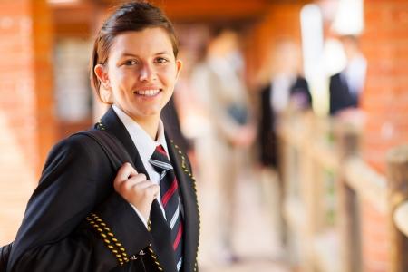 uniforme: lindo femenino estudiante de secundaria retrato