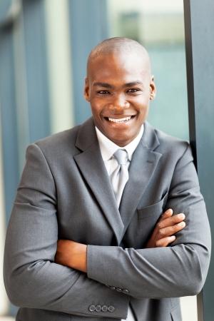 African American: feliz, joven, hombre de negocios americano africano retrato