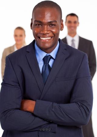 mujeres africanas: apuesto hombre de negocios afroamericano en frente de equipo