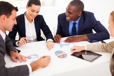lidé: skupina podnikatelů s setkání společně