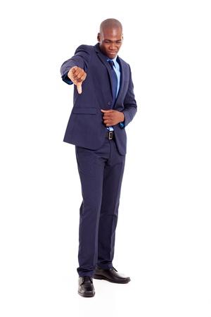 pulgar abajo: hombre de negocios africano dando pulgar hacia abajo negativo Foto de archivo