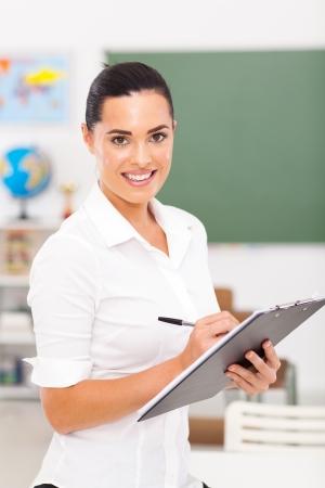 educators: escrito educador primario en el portapapeles