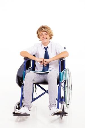cadeira de rodas: estudante do ensino m�dio deficientes otimista sentado em cadeira de rodas