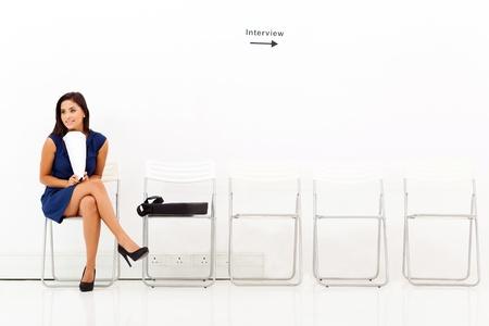 entrevista: mujer joven carrera la espera de la entrevista de trabajo Foto de archivo
