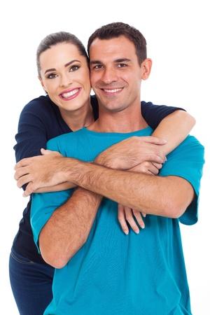 marido y mujer: retrato de joven pareja feliz sonriendo aisladas sobre fondo blanco