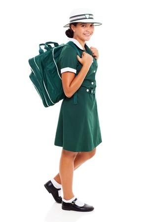 niños saliendo de la escuela: Adolescente feliz con el bolso de escuela va a la escuela