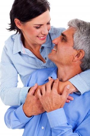 pareja madura feliz: pareja madura feliz en el amor aislado en blanco