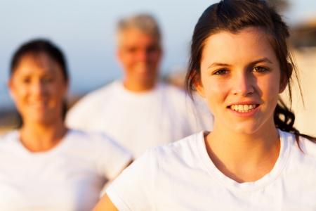 cute teen girl: Красивая спортивный подростковый девушка на открытом воздухе с родителями Фото со стока