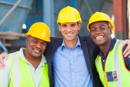 幸せの重工業のマネージャーおよび労働者の肖像画