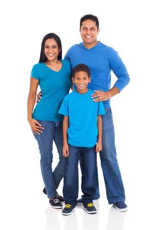 fondo blanco: hermosa familia joven indio aislado en fondo blanco