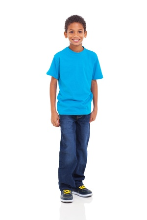 Heureux jeune garçon indien debout sur fond blanc Banque d'images - 20351278