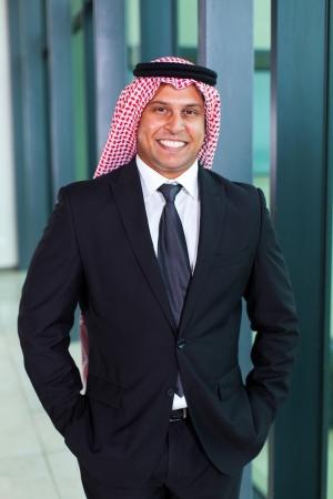 20782568-bel-homme-d-39-affaires-arabe-en-costume-noir