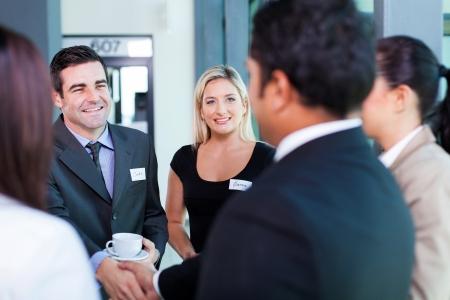groep van mensen uit het bedrijfsleven op zakelijke conferentie