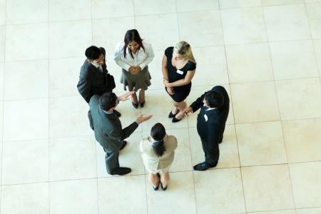 personas de pie: vista a�rea de la gente, reuni�n de negocios