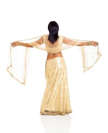 detras de: Vista posterior de la mujer india en sari aislado en fondo blanco Foto de archivo