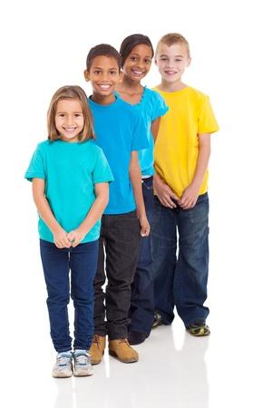 multiracial group: felices los ni�os multirraciales aislados en blanco