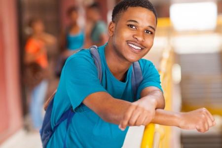 high school students: africano feliz retrato de estudiante universitario