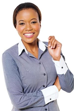 mujeres africanas: hermosa joven empresaria afroamericana posando sobre fondo blanco