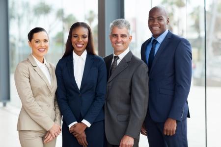 traje sastre: Retrato de equipo de empresarios exitosos Foto de archivo