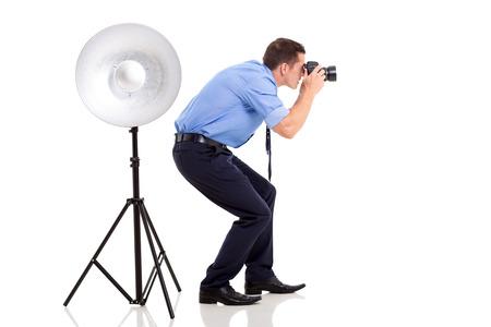 Succesvolle jonge fotograaf die foto's in de studio Stockfoto - 23525045