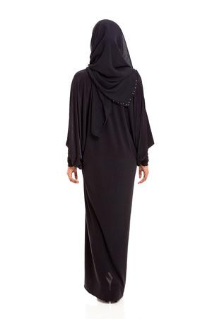 femmes muslim: Vue arri�re de la femme arabe en sari noir