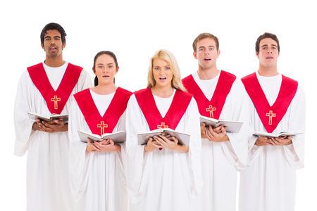 coro: coro de la iglesia cantando desde aislada himnario en el fondo blanco